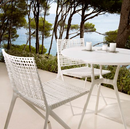 a bistro set in white aluminium of the branch collectionfrom trib - Outdoor Mobel Set Tribu