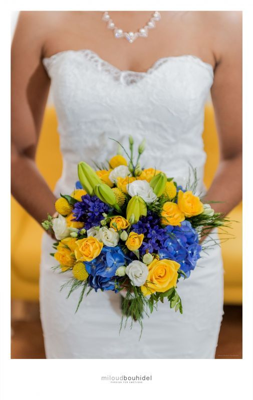 Bouquet de mariée coloré Jaune et Bleu #Eclatdereves #bouquetdemariée #wedding #organisationdemariages #robedemariée