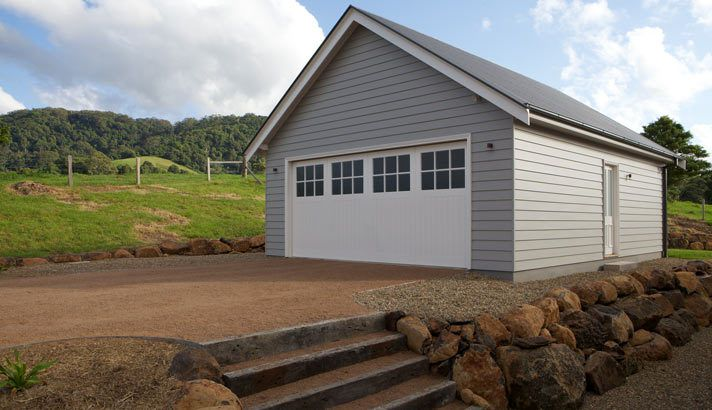 Weatherboard Garage Gable End High External House