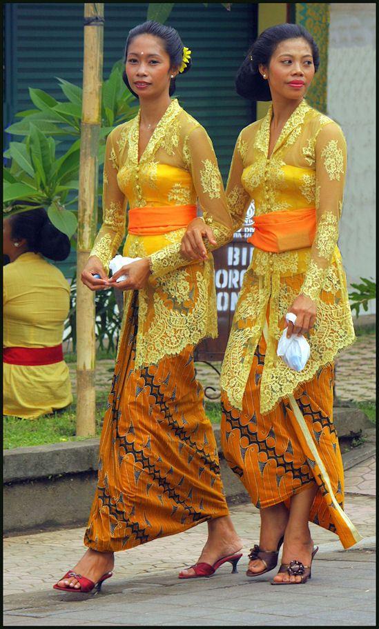 Balinese women in traditional kebaya sarong