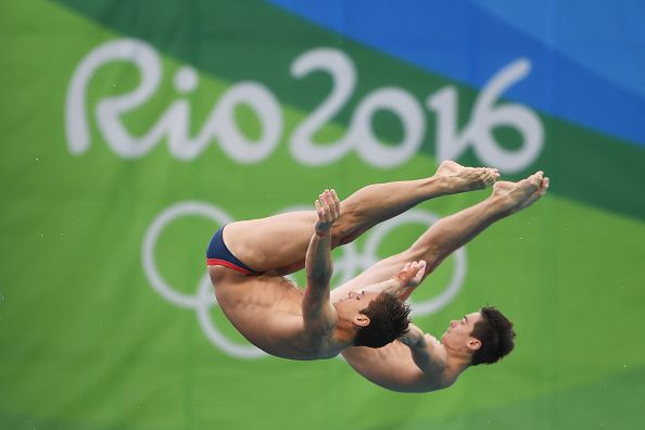 Perfect synchronisation from Tom and Dan