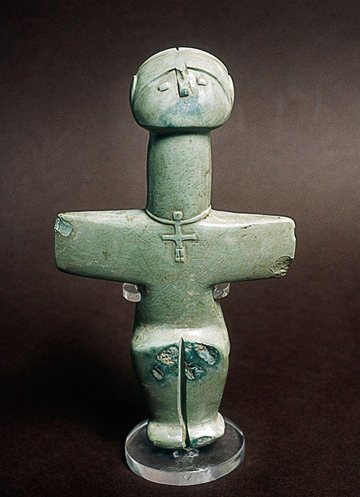 Ídolo de Pomos. Figurita cruciforme del Calcolítico chipriota (3.000 aJC). Cyprus Archaeological Museum, Nicosia