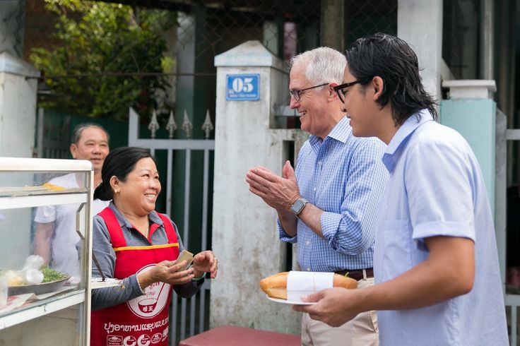 Banh My Kep Thit - Vietnamese Sandwich  Australian Prime Minister Malcolm Turnbull enjoys his first 'Banh mi' in Da Nang with celebrity chef Luke Nguyen before beginning a busy day of meetings for the APEC Economic Leaders' Week 2017.