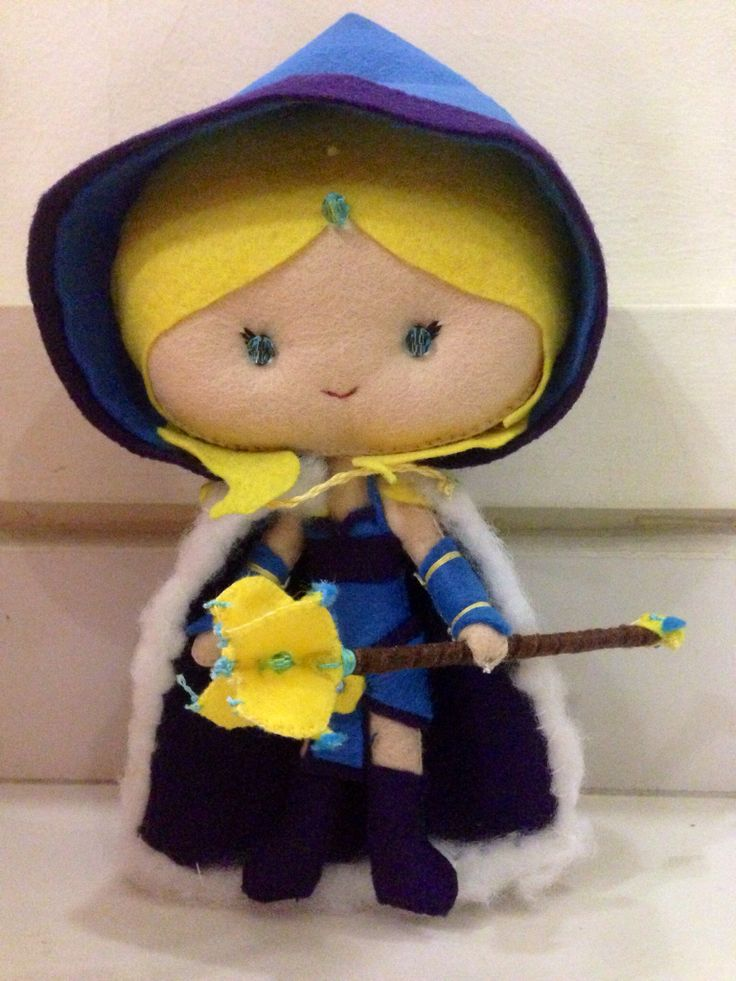 Dota2 Hero Crystal Maiden with set items.