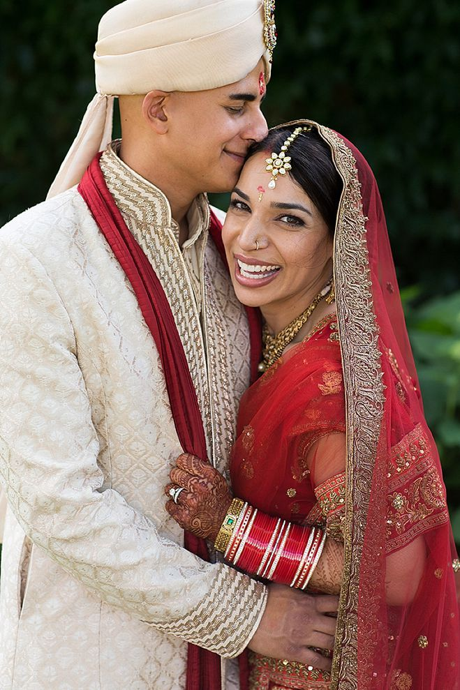 Minnesota Mansi Dan A Traditional Indian Wedding Bursting With Rich Colors And Luxe Details