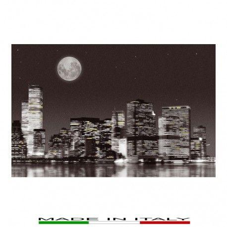 NEW YORK - La tela è realizzata in cotone 100% e trattata superficialmente con una resina liquida lucida, grazie alla quale: - La tela è  molto resistente ai graffi superficiali - I colori non si alterano, anche se le tele sono esposte al sole - La tela è lavabile anche con una spugna umida - Le immagini sono più brillanti e reali