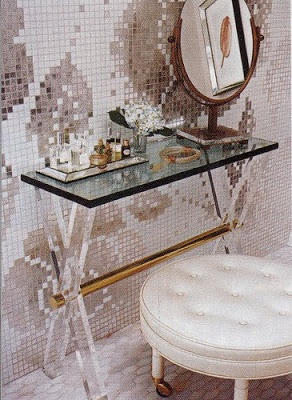 The X table. Always beautiful in Lucite Lux®