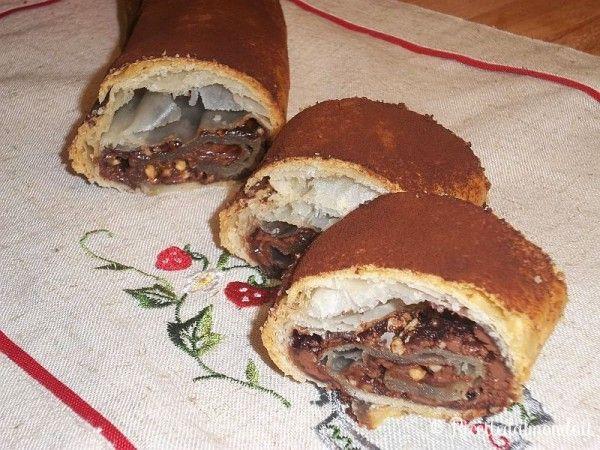 Rotolo di pasta sfoglia alla Nutella e nocciole