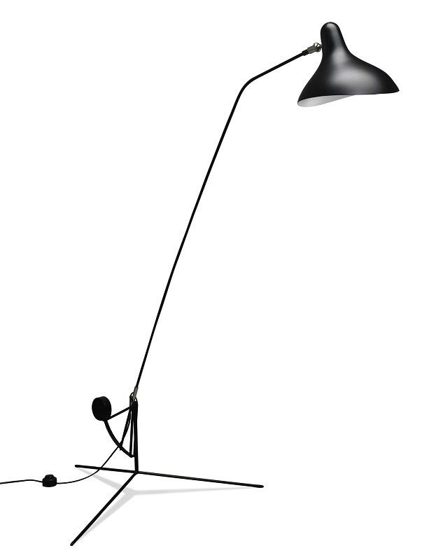 Schottlander Mantis Gulvlampe - Sort - Sort Mantis BS1 gulvlampe, der er designet af Bernard Schottlander. Lampeserien Mantis tager sit udspring helt tilbage i 1951, og de lette og elegante insekt-lignende linjer, der kendetegner hele serien, er med til at give BS1 gulvlampen sit lette og elegante udtryk. BS1 står på en let trebenet base og kan rotere 360 grader, så du er helt sikker på at få det fantastiske læselys i alle kroge af stuen, kontoret eller soveværelset.