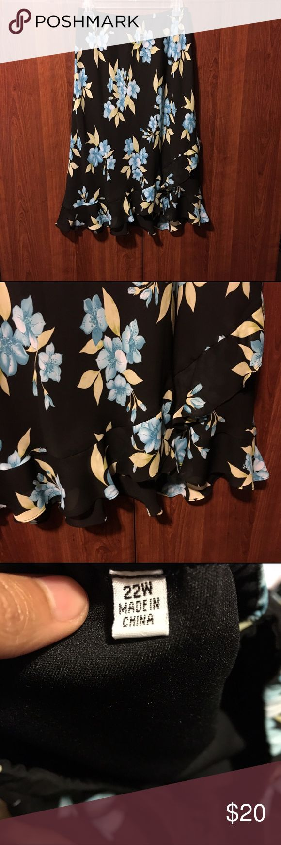 ❤Tiered floral skirt Tiered floral skirt. Good condition. Size 22W. Has been altered in the back as pictured. Price is negotiable and ships next day. Skirts