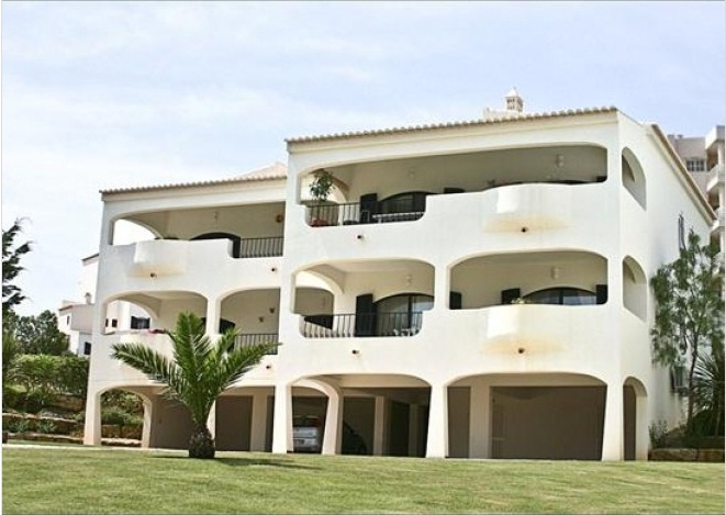 Looking for That Perfect Place to Play Golf?  Experience living in this Luxury apartment on 10th fairway of Alto Golf. Guests enjoy free use of all the Country Club facilities which include a large outdoor and heated indoor swimming pool, tennis courts, sauna and gym together with bars and restaurants (both indoor and outdoor). Activity classes and children's events are also available.  Discover more: http://www.ivhe.com/properties/home-exchange/listing/0547