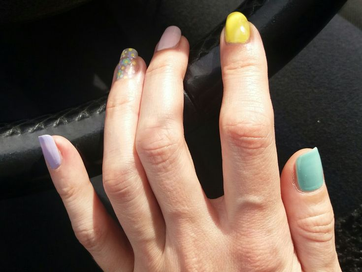 Spring nails: multicolor - flowers