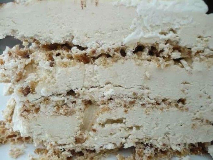 Hmmmm zo ziet een hazelnoten mokka schuimtaart er van binnen uit. En je kunt hem zelf maken met dit recept!
