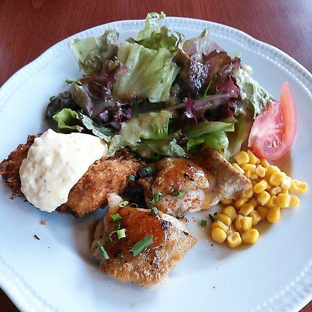 * 今日のランチは、ロイヤルホストで日替わりの白身魚のフライとチキンソテーを。 #白身魚フライ #フライ #チキン #鶏肉 #肉 #ランチ #ロイヤルホスト