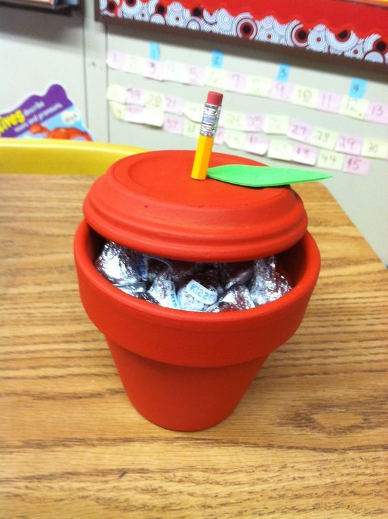 Apple Pot | 20 + DIY Christmas Gifts for Teachers From Kids