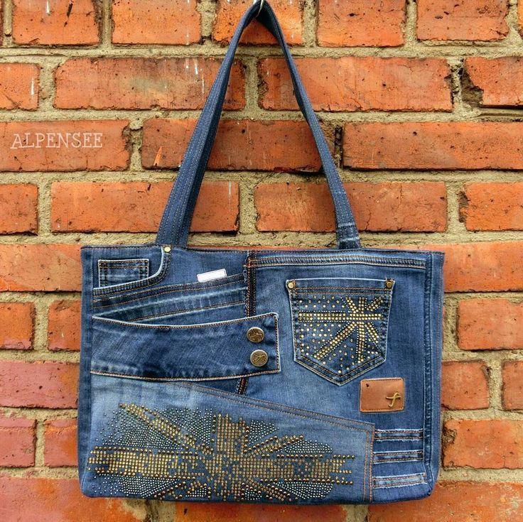 Джинсы превращаются в ..  .. в подарок подружке на день рождения - сумку, сшитую из ее же джинсов. . Birthday gift to my friend - the bag made from her old jeans.. total #upcycling  #alpensee #alpensee_bags #denim #denimbag #jeans #recycling #upcycled #джинсы #джинсоваясумка #unionjack #vaqueros