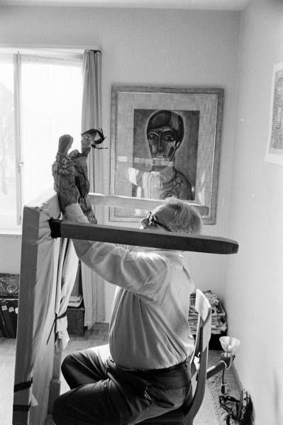 Klee performing a puppet show #PaulKlee #Klee #puppets #marionettes #art #modernart #naiveart #puppettheatre #handpuppet