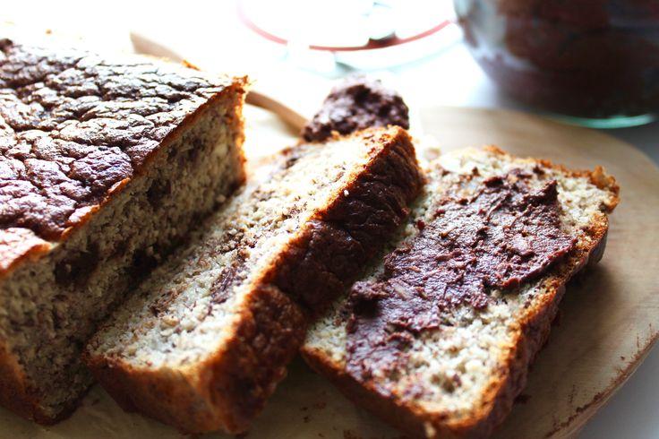 Sundt bananbrød med chokoladepålæg // Healthy banana bread with a healthy chocolate spread