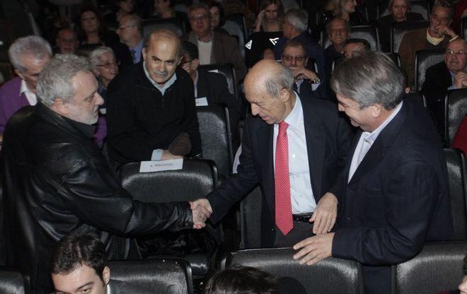Παρών στη συνδιάσκεψη της Ελιάς ο Σημίτης – Ερωτηματικό η παρουσία Παπανδρέου - http://www.greekradar.gr/paron-sti-sindiaskepsi-tis-elias-o-simitis-erotimatiko-i-parousia-papandreou/
