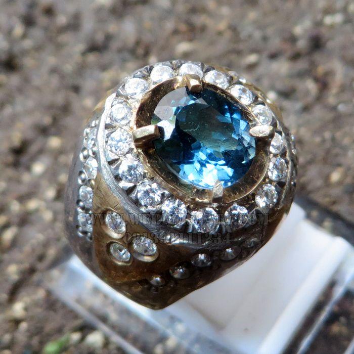 Cincin batu blue topaz