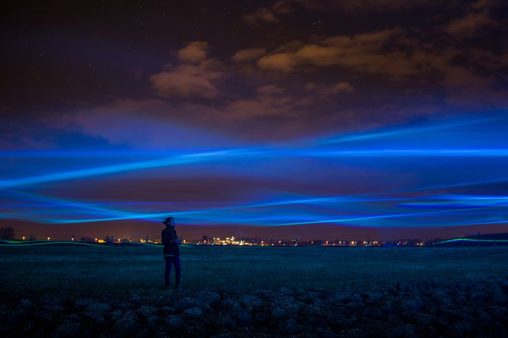 Designer and artist Daan Roosegaarde presents the Netherlands as a great work of art in 'the Northern Light of the Netherlands'.