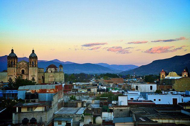 Es la Oaxaca. Se puede escuche la música, el alimento y la artesanía.