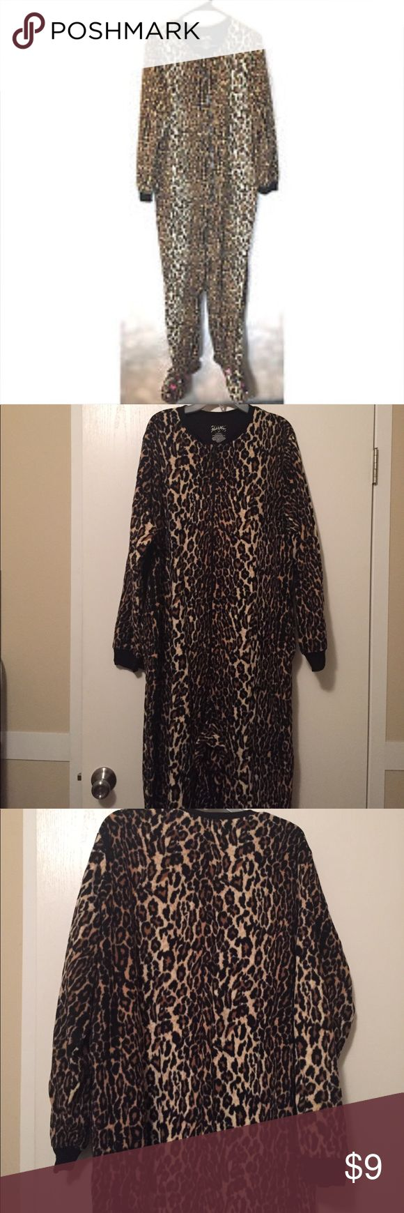 Nick and Nora Cheetah Onesie XL, NWOT Nick and Nora XL Cat /Cheetah Onesie New without tags. Bought it for my daughters boyfriend and he refused to wear it. In like new condition , smoke free home . Nick & Nora Intimates & Sleepwear Pajamas