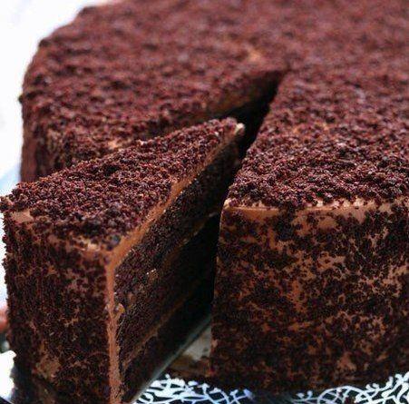 """Шоколадный торт """"Пеле"""" Ингредиенты: Для коржей: - 3 стакана сахара - 1 пачка какао - 5 шт яиц - 3/4 части пачки сливочного масла"""