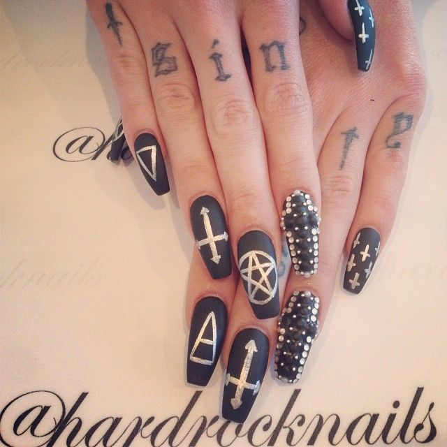Best 25+ Gothic nail art ideas on Pinterest