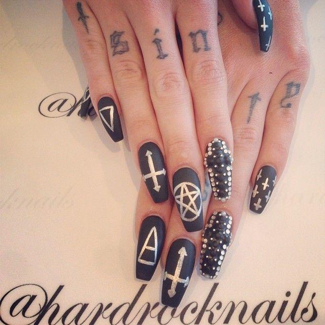 Best 25+ Gothic nail art ideas on Pinterest | Gothic nails ...