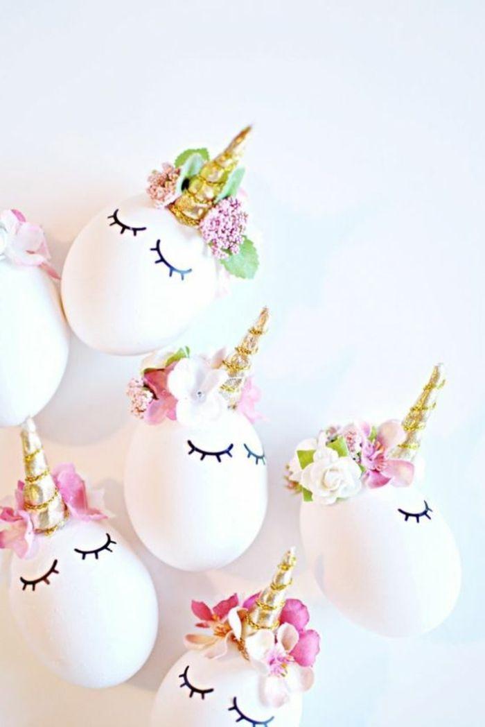 witte eieren grappig als eenhoorns met gouden hoorns en bloemen voor decoratie  – Feste