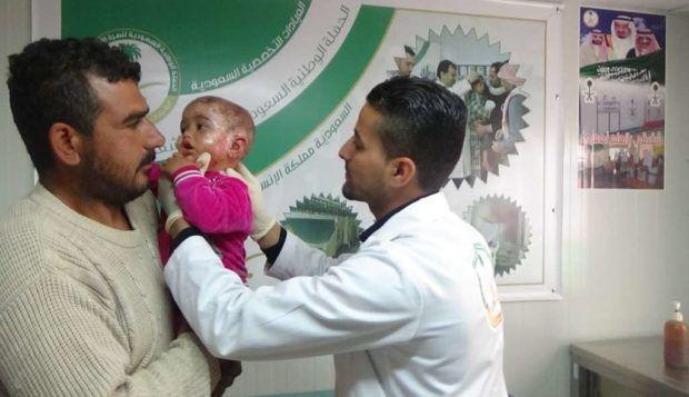 Klinik Medis Saudi memberikan pengobatan bagi 12.000 warga Suriah di Yordania  AMMAN (Arrahmah.com) - Klinik spesialis Saudi memberikan perawatan kepada sekitar 12.796 pasien orang Suriah di kamp pengungsi Zaatari di Yordania pada bulan Oktober.  Direktur medis klinik spesialis Saudi Hamid Mufalani mengatakan bahwa klinik itu telah menerima sejumlah besar pasien yang dibuktikan dengan data statistik medis selama bulan Oktober sebagaimana dilansir Asharq al-Awsat.  Mufalani menjelaskan bahwa…
