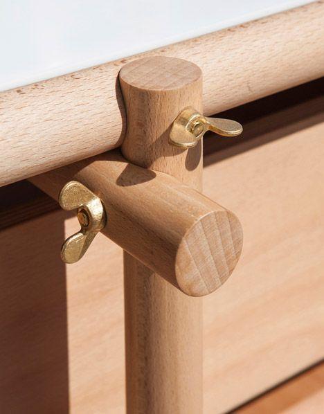 Unió de varilles de fusta perpendicularment amb palometes.                                                                                                                                                      Más