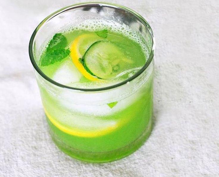 Ingrediënten: – 4 citroenen – 1 theelepel geraspte gember – 1 komkommer – 12 blaadjes munt – 8 glazen water Bereidingswijze: Snij de citroenen en komkommer in stukken. Meng vervolgens alle bovengenoemde ingrediënten in een grote en afsluitbare pot en laat het minimaal 12 uur goed intrekken. Ons advies is om het een dag van …