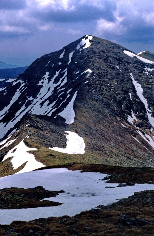 Vârful Buhăiescu (pe unele hărți apare ca fiind vf. Rebra) – Munții Rodnei