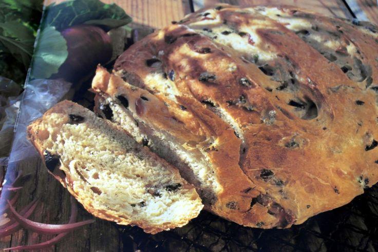 Dailycious - Νόστιμες Kαθημερινές Συνταγές!: Σπιτικό Ψωμί με Ελιές και Μυρωδικά