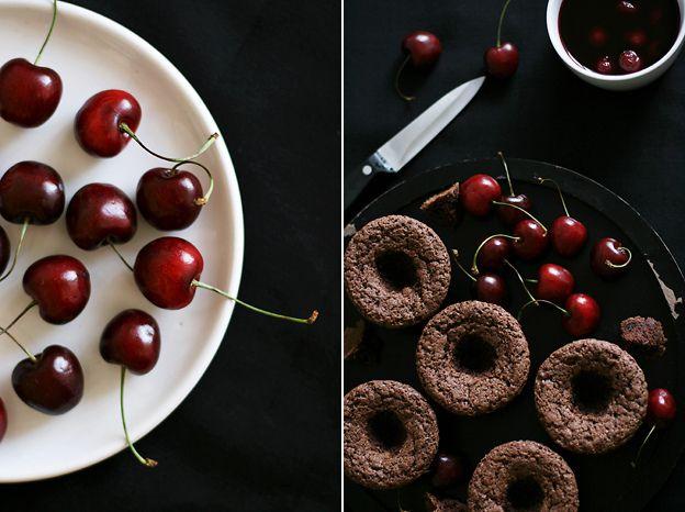 beautiful: Chocolate Cupcakes, Chocolate Cherry Cupcakes, Cupcakes Kakao, Choc Cupcakes, Chocolates Cupcakes, Cupcakes Mad, Cupcakes Chocolates, Cupcakes Cak, Chocolates Cherries Cupcakes