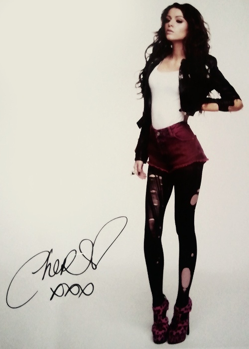 cher lloyd  What is wrong with her legs and waist?  She's deformed! Ohhhh bad photoshop