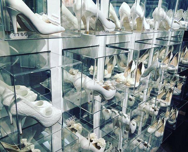 Wedding shoes, bridal market, wedding shop, shoes shop, shoes market, white shoes