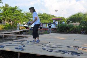 2015年7月21日、水と土の芸術祭の一環として、日比野克彦さんのライブペインティングがありました。記事はこちら→ http://www.asahi.com/articles/ASH7Q0432H7PUOHB00M.html