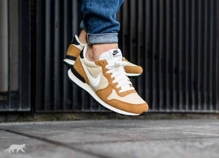 nike internationalist or vegas
