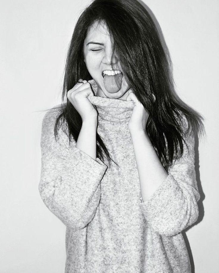Just love the sweater! ⭐ Nikki Lois ⭐