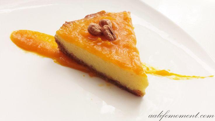 Cheesecake with pumpkin cream topping (no cream)