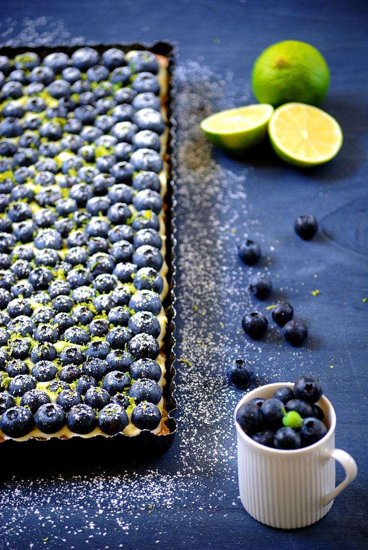 Weiße-Schokoladen-Mousse-Tarte mit Blaubeeren
