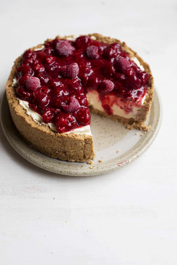 No Bake Raspberry Cheesecake with Amaretti Crust // The Sugar Hit