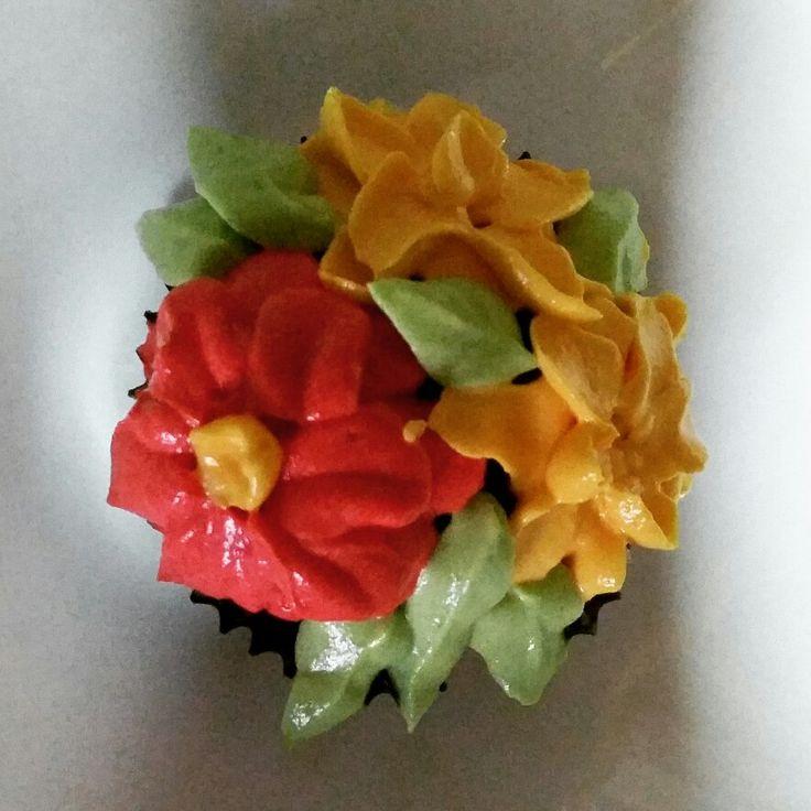 #cupcake #buttercream #flowers