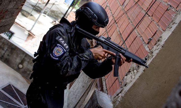 Contrapunto.com   Las fuerzas especiales de la PNB van cerro arriba