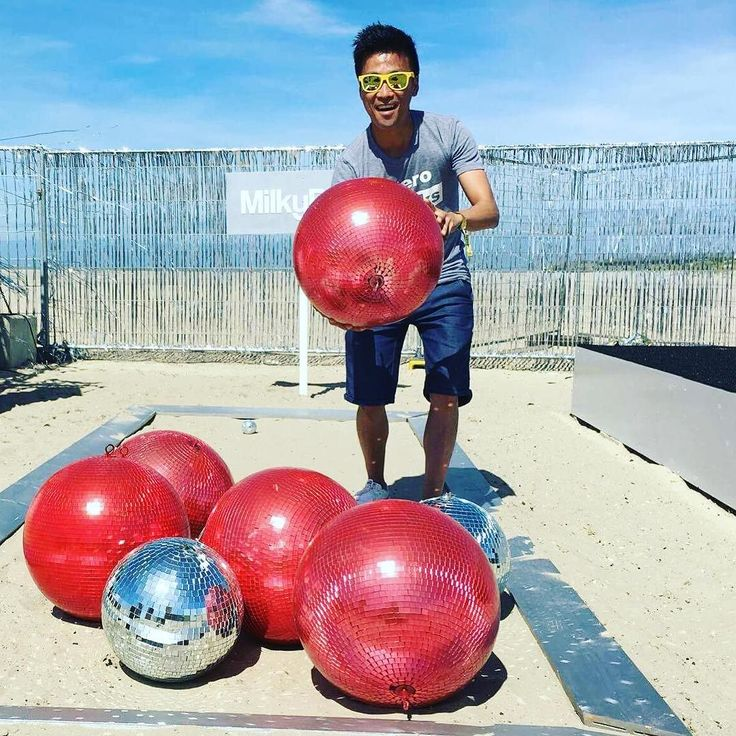@yunkenshiro is having a ball at @wecandancefest  #wcd16 #NoRulesOnlyBalls  #extremepetanque #globalpetanquelove #extremebocce #extremeboules #urbanpetanque #ultimatepetanque #petanqueextreme #petanqueeverywhere #petanque #petanca #jeudeboules #boules #bocce #bocceball #friends #smile #fun #extremesports #actionsport #balls #sportersbelevenmeer #globalpetanquelove #festival #festivalitis #zeebrugge // Looking forward to receiving your extreme petanque pictures videos & stories! //