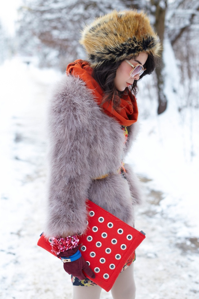 Macadamian Girl likes my OfficeFelt clutch bag in red :) she used bag as the part of her style... enjoy the Macadamian blog and my website http://totostyle.pl/