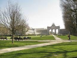 Wandel door het Jubelpark en geniet van de natuur in Brussel.  Wie houd van musea kan er de musea voor Kunst en Geschiedenis, van de Luchtvaart, van het Leger en de Krijgsgeschiedenis en Autoworld bezoeken.